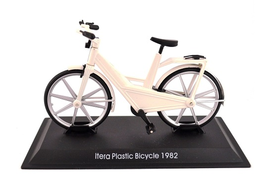 Model kola Itera Plastic Bicycle 1983